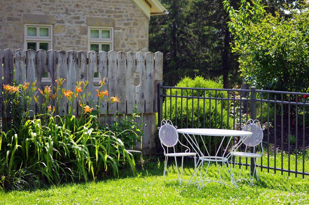 ogrodzenie na podwórku